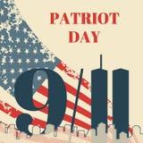 Ημέρα πατριωτών στο ΑΜΕΡΙΚΑΝΙΚΟ τετραγωνικό έμβλημα Κάρτα με τη αμερικανική σημαία, η σκιαγραφία της πόλης και δίδυμοι πύργοι Διά στοκ εικόνα με δικαίωμα ελεύθερης χρήσης