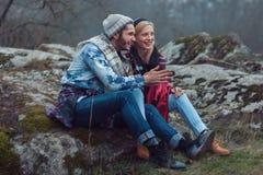 Ημέρα πτώσης αγοριών και κοριτσιών Στοκ εικόνα με δικαίωμα ελεύθερης χρήσης