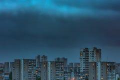 Ημέρα στη μετάβαση νύχτας timelapse των κτηρίων πόλεων απόθεμα βίντεο