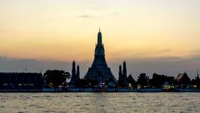 Ημέρα στο χρονικό σφάλμα ζουμ νύχτας έξω Wat Arun Ratchawararam Ratchawaramahawihan απόθεμα βίντεο