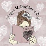 Ημέρα του ευτυχούς βαλεντίνου - κάρτα του βαλεντίνου ανάγνωσης κοριτσιών Στοκ Φωτογραφίες