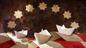 Ημέρα του Columbus Τρεις καραβέλες εγγράφου σημαιοστολίζουν τα κύματα Στοκ εικόνες με δικαίωμα ελεύθερης χρήσης