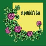 Ημέρα του ST Πάτρικ λουλουδιών και φύλλων τριφυλλιού πλαισίων Στοκ φωτογραφία με δικαίωμα ελεύθερης χρήσης