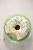 Ημέρα του ST Πάτρικ ` s που βερνικώνεται donuts Στοκ εικόνες με δικαίωμα ελεύθερης χρήσης
