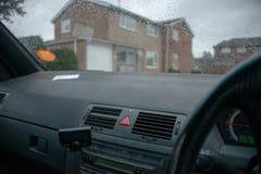Ημέρα Raidy που βλέπει από μέσα από το αυτοκίνητο στοκ εικόνες