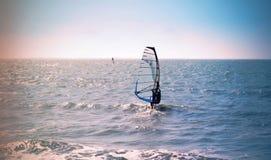 Ημέρα Windsurfing στοκ φωτογραφία με δικαίωμα ελεύθερης χρήσης
