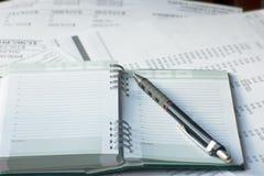 Ημερήσια διάταξη των δραστηριοτήτων με τα έγγραφα λογιστικής στοκ εικόνα