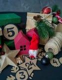 Ημερολόγιο εμφάνισης με τις τσάντες και τα πεδία δώρων που γεμίζουν με την καραμέλα στοκ φωτογραφία με δικαίωμα ελεύθερης χρήσης