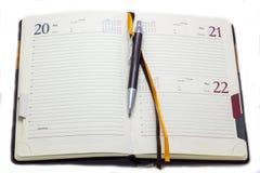 Ημερολόγιο και μάνδρα στο άσπρο υπόβαθρο, σύνολο Διευθυντών επιχείρησης Στοκ Φωτογραφίες
