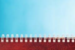 Ημερολόγιο με τη σπείρα στο μπλε υπόβαθρο Στοκ Φωτογραφίες