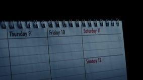 Ημερολόγιο με τις σκιές βροχής πέρα από το φιλμ μικρού μήκους