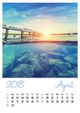 Ημερολόγιο φωτογραφιών με τη μινιμαλιστικές εικονική παράσταση πόλης και τη γέφυρα 2018 apse στοκ εικόνες