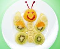 Δημιουργική μορφή πεταλούδων επιδορπίων παιδιών φρούτων Στοκ φωτογραφία με δικαίωμα ελεύθερης χρήσης