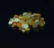 Ημιπολύτιμες πέτρες στο μαύρο υπόβαθρο Στοκ Εικόνες