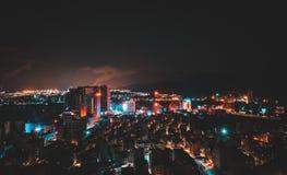 ημισεληνοειδής βροχή νύχτας πόλεων στοκ φωτογραφίες