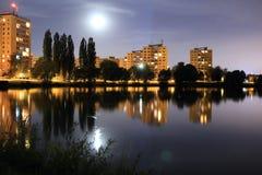 ημισεληνοειδής βροχή νύχτας πόλεων Στοκ Εικόνα