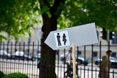 δημόσια τουαλέτα σημαδιώ&nu Στοκ φωτογραφία με δικαίωμα ελεύθερης χρήσης