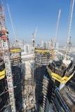 Ηνωμένα Αραβικά Εμιράτα, Ντουμπάι, 05/21/2015, πύργοι Ντουμπάι Damac με το Παραμάουντ, την κατασκευή και την οικοδόμηση Στοκ εικόνα με δικαίωμα ελεύθερης χρήσης