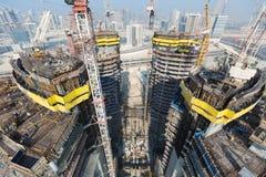 Ηνωμένα Αραβικά Εμιράτα, Ντουμπάι, 05/21/2015, πύργοι Ντουμπάι Damac με το Παραμάουντ, την κατασκευή και την οικοδόμηση Στοκ Εικόνα