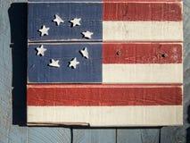 Ηνωμένη σημαία στο ξύλο στοκ φωτογραφία