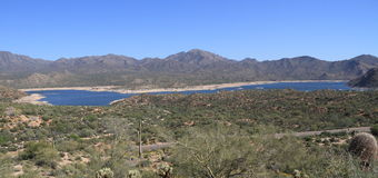 ΗΠΑ, Αριζόνα: Τοπίο ερήμων με Bartlett τη λίμνη Στοκ εικόνες με δικαίωμα ελεύθερης χρήσης