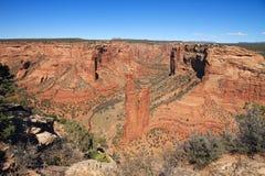 ΗΠΑ, Αριζόνα/Canyon de Chelly: Άποψη στο φαράγγι με το βράχο αραχνών Στοκ εικόνα με δικαίωμα ελεύθερης χρήσης