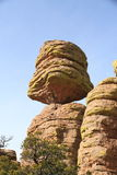 ΗΠΑ, βουνά AZ/Chiricahua: Μεγάλος ισορροπημένος βράχος Στοκ εικόνα με δικαίωμα ελεύθερης χρήσης