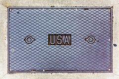 ΗΠΑ που γράφουν σε μια κάλυψη καταπακτών χάλυβα Στοκ φωτογραφία με δικαίωμα ελεύθερης χρήσης