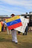 ΗΠΑ, AZ: Συνάθροιση για Venezuela>Signatures στη σημαία Στοκ εικόνες με δικαίωμα ελεύθερης χρήσης