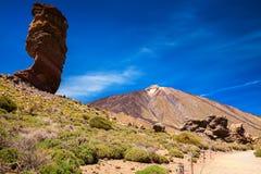 Ηφαίστειο βουνών Cinchado iwith Teide Roque στο υπόβαθρο Στοκ Φωτογραφίες
