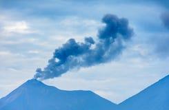 Ηφαίστειο Fuego που εκρήγνυται στη Γουατεμάλα στοκ εικόνα με δικαίωμα ελεύθερης χρήσης