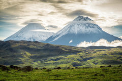 Ηφαίστειο Klyuchevskoy και Stone, Kamchatka στοκ φωτογραφία με δικαίωμα ελεύθερης χρήσης