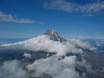 Ηφαίστειο Ksudach στη χερσόνησο Καμτσάτκα Στοκ Φωτογραφίες