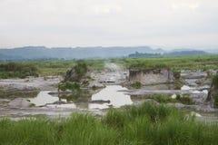Ηφαιστειακές τέφρες πέρα από έναν ποταμό Στοκ φωτογραφίες με δικαίωμα ελεύθερης χρήσης