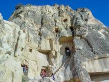 Ηφαιστειακοί απότομοι βράχοι και σχηματισμοί βράχου σε Cappadocia Στοκ Εικόνα