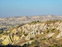 Ηφαιστειακοί απότομοι βράχοι και σχηματισμοί βράχου σε Cappadocia Στοκ Φωτογραφία