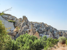 Ηφαιστειακοί απότομοι βράχοι και σχηματισμοί βράχου σε Cappadocia Στοκ εικόνες με δικαίωμα ελεύθερης χρήσης