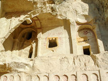 Ηφαιστειακοί απότομοι βράχοι και σχηματισμοί βράχου σε Cappadocia Στοκ εικόνα με δικαίωμα ελεύθερης χρήσης