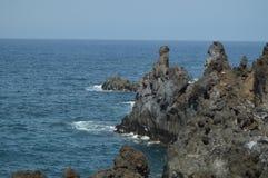 Ηφαιστειακοί βράχοι στους σκοπέλους των NAO (Εθνικός Οργανισμός Διαιτησίας) Puerto στην πόλη του Los Llanos Ταξίδι, φύση, τοπία 1 στοκ φωτογραφίες με δικαίωμα ελεύθερης χρήσης