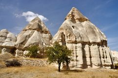 Ηφαιστειακοί στυλοβάτες βράχου σε Cappadocia, διάσημο ορόσημο, Τουρκία Στοκ φωτογραφίες με δικαίωμα ελεύθερης χρήσης
