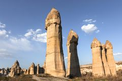 Ηφαιστειακοί σχηματισμοί βράχου σε Cappadocia γνωστοί ως καπνοδόχοι νεράιδων, Τουρκία στοκ εικόνα με δικαίωμα ελεύθερης χρήσης