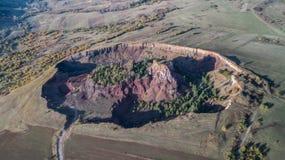 Ηφαιστειακός κρατήρας στο χωριό Racos Κομητεία Brasov, Ρουμανία στοκ εικόνα