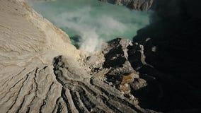 Ηφαιστειακός κρατήρας, όπου το θείο εξάγεται φιλμ μικρού μήκους