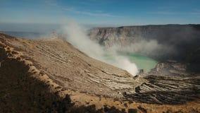 Ηφαιστειακός κρατήρας, όπου το θείο εξάγεται απόθεμα βίντεο