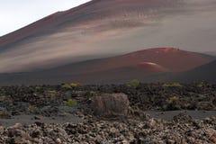 Ηφαιστειακό τοπίο πετρών ερήμων σε Lanzarote, Κανάρια νησιά Στοκ Φωτογραφία