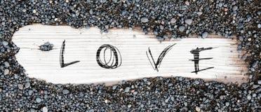 Η άμμος επάνω το ξύλο - αγάπη Στοκ εικόνες με δικαίωμα ελεύθερης χρήσης