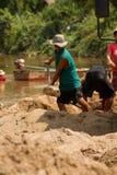 η άμμος του 03-06-2017 που εκσκάπτει την άμμο σταδιοδρομίας είναι ένα συστατικό στην κατασκευή Χρησιμοποιημένος στη μίξη με το κο Στοκ Εικόνα