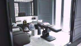 Η άνετοι καρέκλα και ο καναπές για την τρίχα και το κεφάλι πλύσης τρίβο φιλμ μικρού μήκους