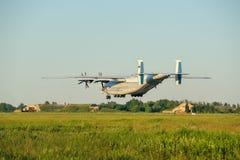 Η άνοδος ενός βαριού αεροσκάφους Antey μεταφορών Στοκ φωτογραφία με δικαίωμα ελεύθερης χρήσης