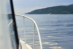 Η άποψη από τη βάρκα στο τοπίο ποταμών Στοκ Εικόνα